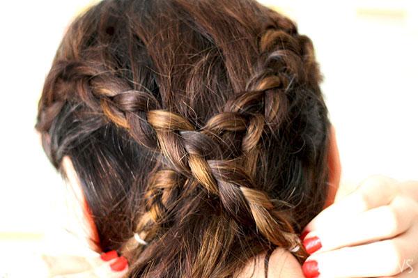 Loop braid tutorial Step 3 cross braids