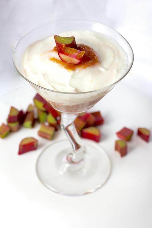 Rhubarb vanilla yogurt parfaits