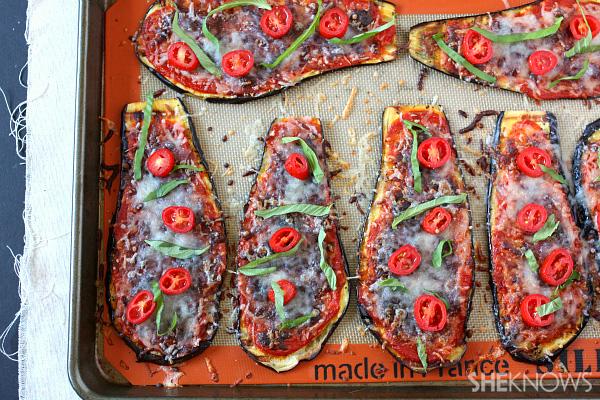 Healthy eggplant parmesan slices