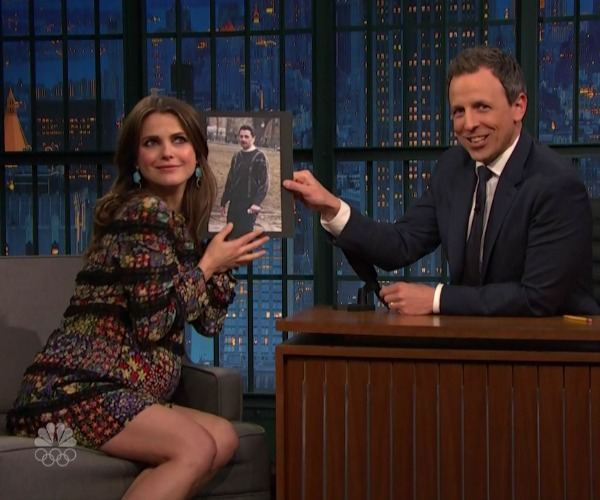 Pregnant Keri Russell on Seth Meyers show