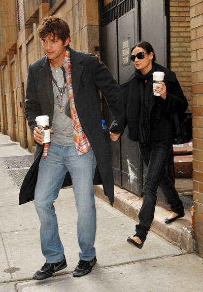 starbucks celebs - Ashton Kutcher & Demi Moore