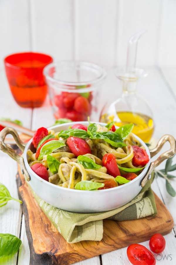 Taglietelle with eggplant cream, tomatoes and basil recipe