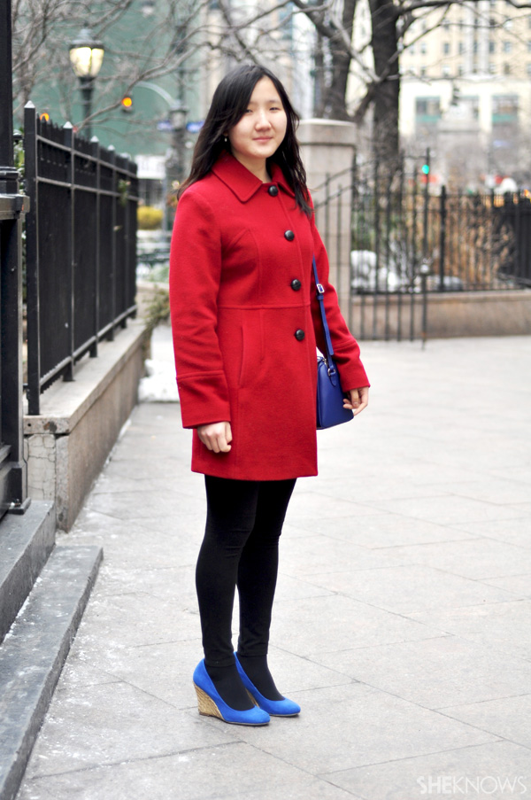 Wear a colorful coat with bright accessories if you're going for a bold, graphic look.