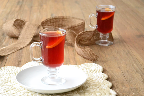 Hot cranberry cider with fennel and orange