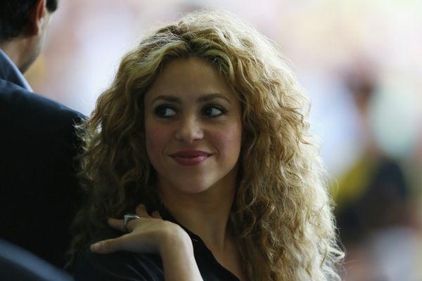 Shakira's curly hair at the FIFA Confederations Cup Brazil 2013