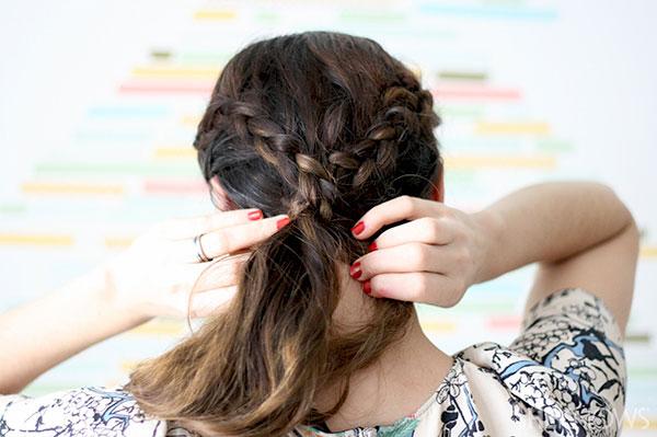 Loop braid tutorial Step 4 cross braids under