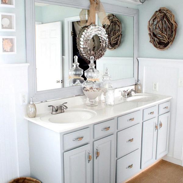 Winter-themed bathroom