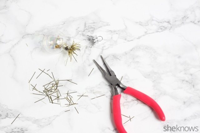 diy-mini-ornament-necklace-for-the-holidays: Step 2 | Sheknows.com