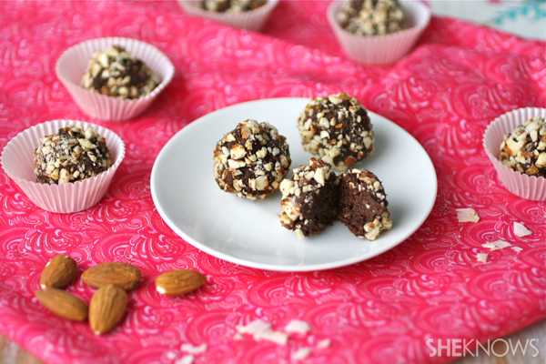 Chocolate-coconut date truffles with almonds