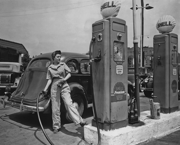 A woman pumping gas at a Shell service station in New York during World War II. (Photo credit: FPG/Getty Images)