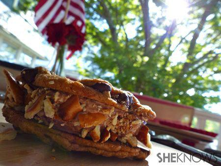 DIY Cookie Ice Cream Sandwiches_choc chip ice cream sandwich beauty