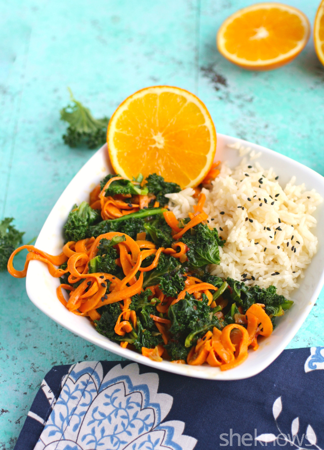 Stir-fry on a Meatless Monday is easy! Kale and sweet potato stir-fry with orange sauce is so tasty!