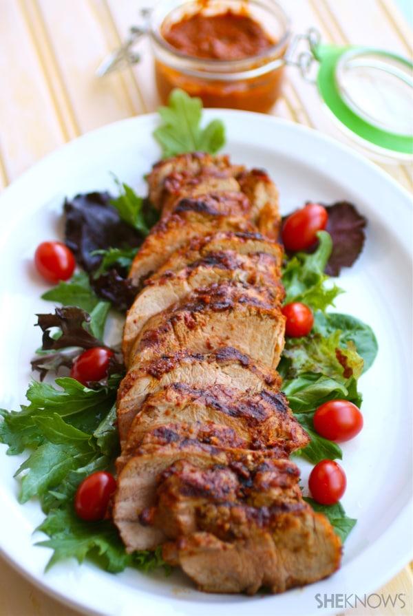 Gilled pork tenderloin with spicy harissa paste
