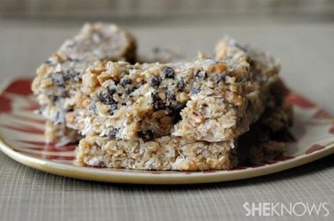 Quinoa chocolate chip granola bars