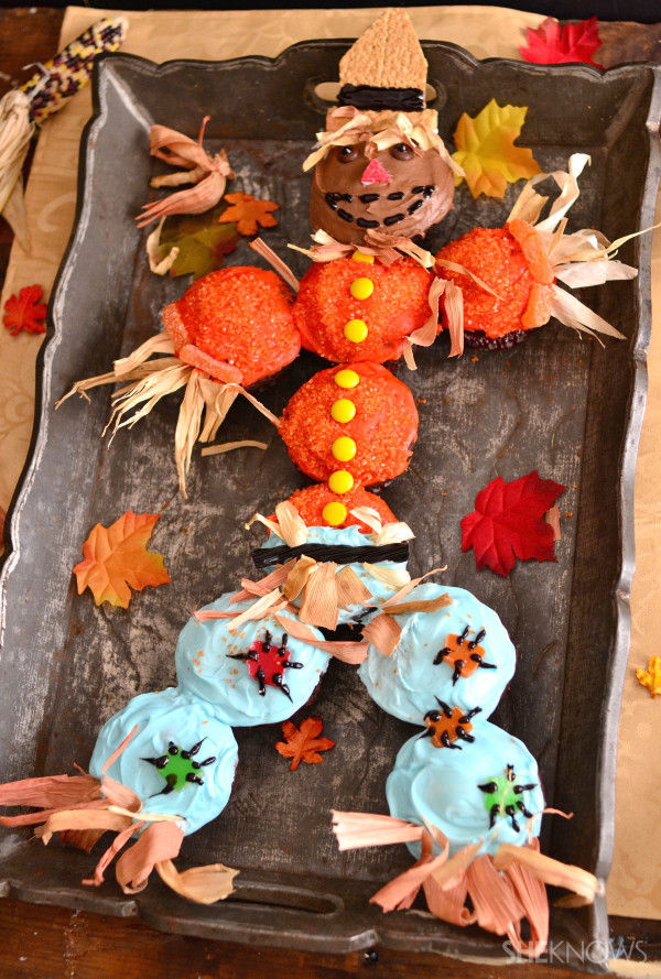Thanksgiving scarecrow cuppie cake