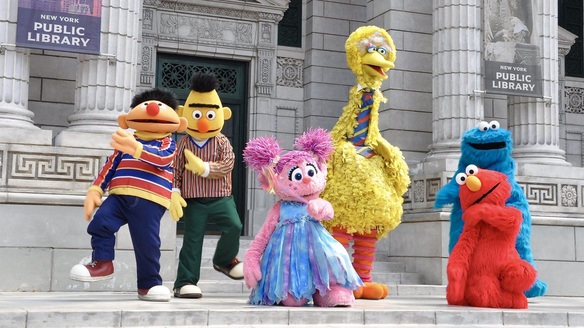 Twoje dziecko może teraz mieć playdate z Elmo & Anne Hathaway