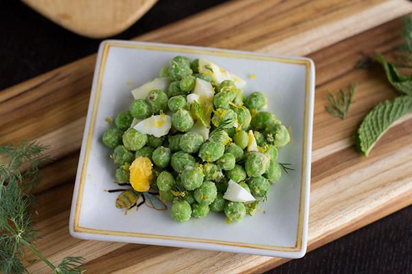 Fresh spring pea salad with crème fraiche and herbs