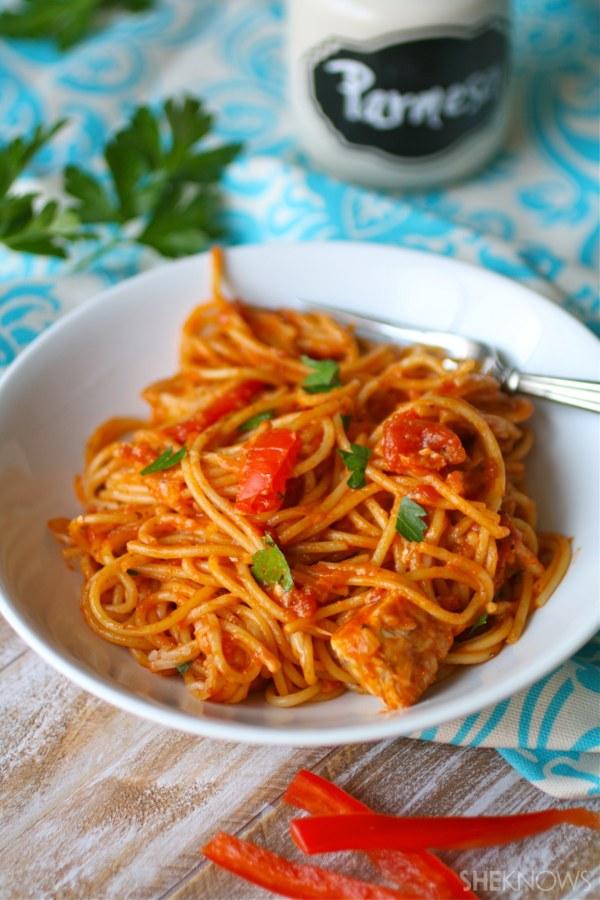 Spicy skillet chicken spaghetti