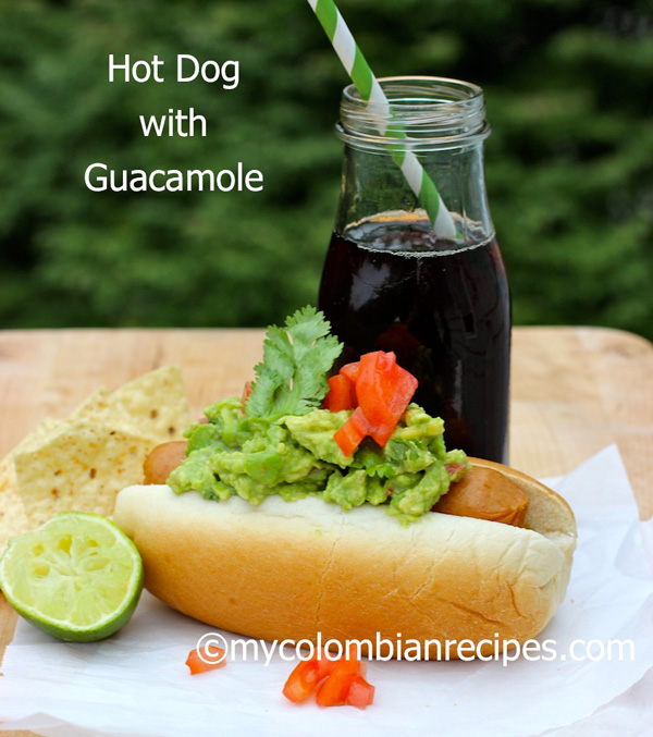 Hot dogs with guacamole