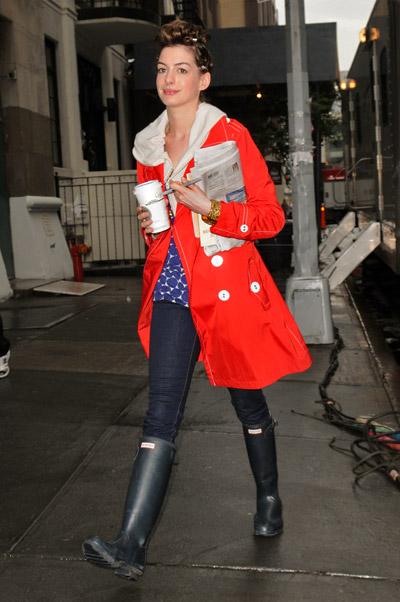 starbucks celebs - Anne Hathaway
