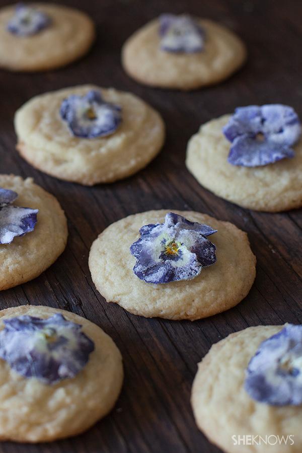 Elegant easy candied violets