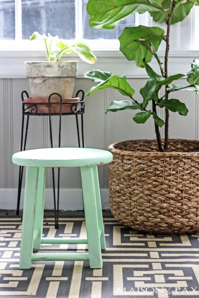 Mini mint stool