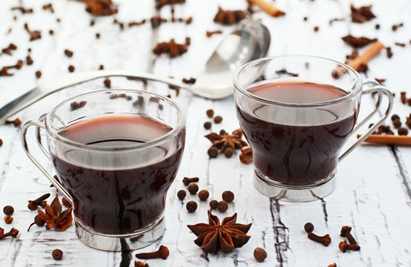 Slow cooker spiced mulled wine