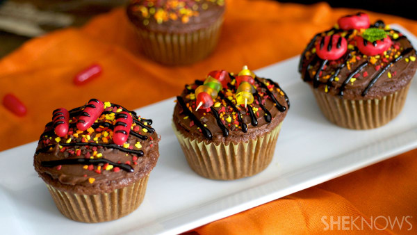"""""""Hot off the grill"""" summer party cupcakes"""
