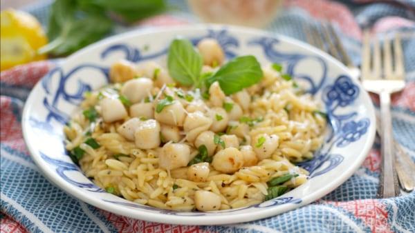 Lemon basil scallops with gluten-free pasta