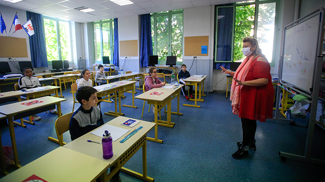 French schools reopen