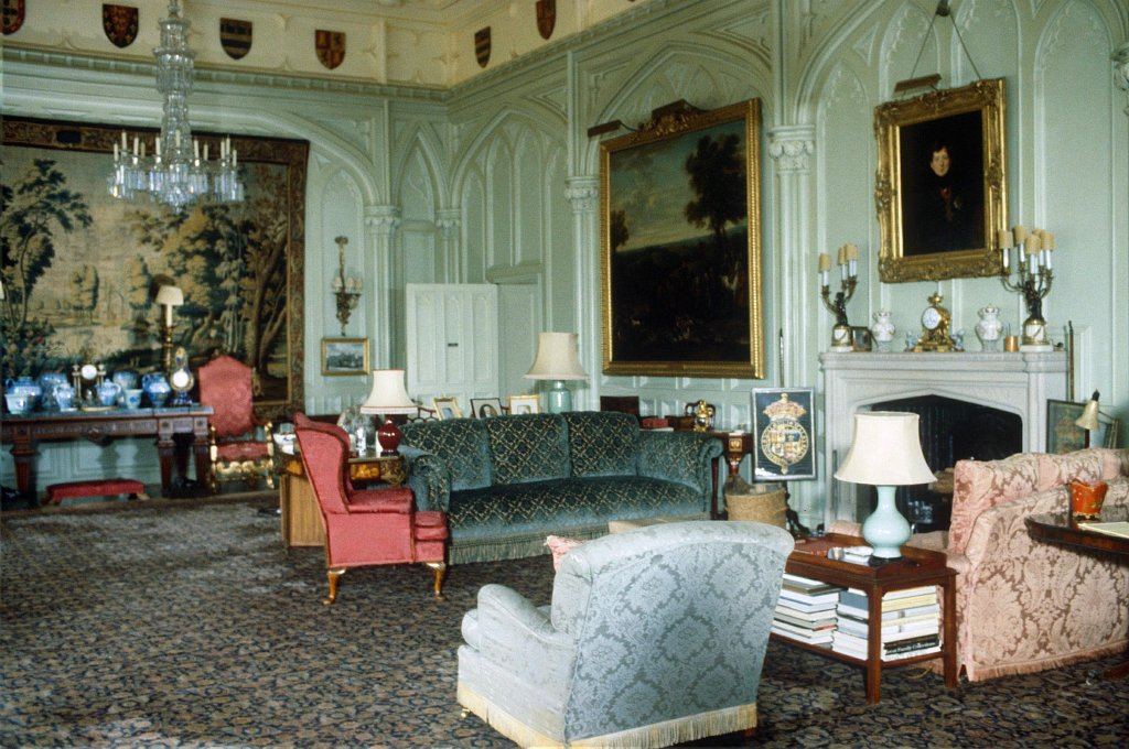 QUEEN MOTHER'S DRAWING ROOM AT THE ROYAL LODGE, WINDSOR, BRITAIN -1981BRITISH ROYALTY RETROSPECTIVE