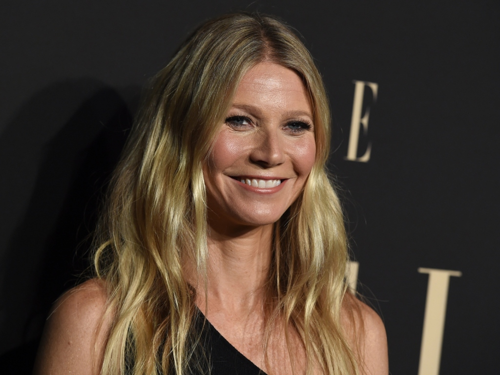 Gwyneth Paltrow Twins It With Her Mom & Daughter Apple