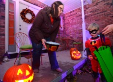 The CDC's Safe Halloween Recommendations Are In & These Are The Safest Spooky Activities