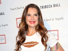Brooke Shields' New Bathing Suit Photo Is Sexy, But Comparing It to 'Blue Lagoon' Is Not