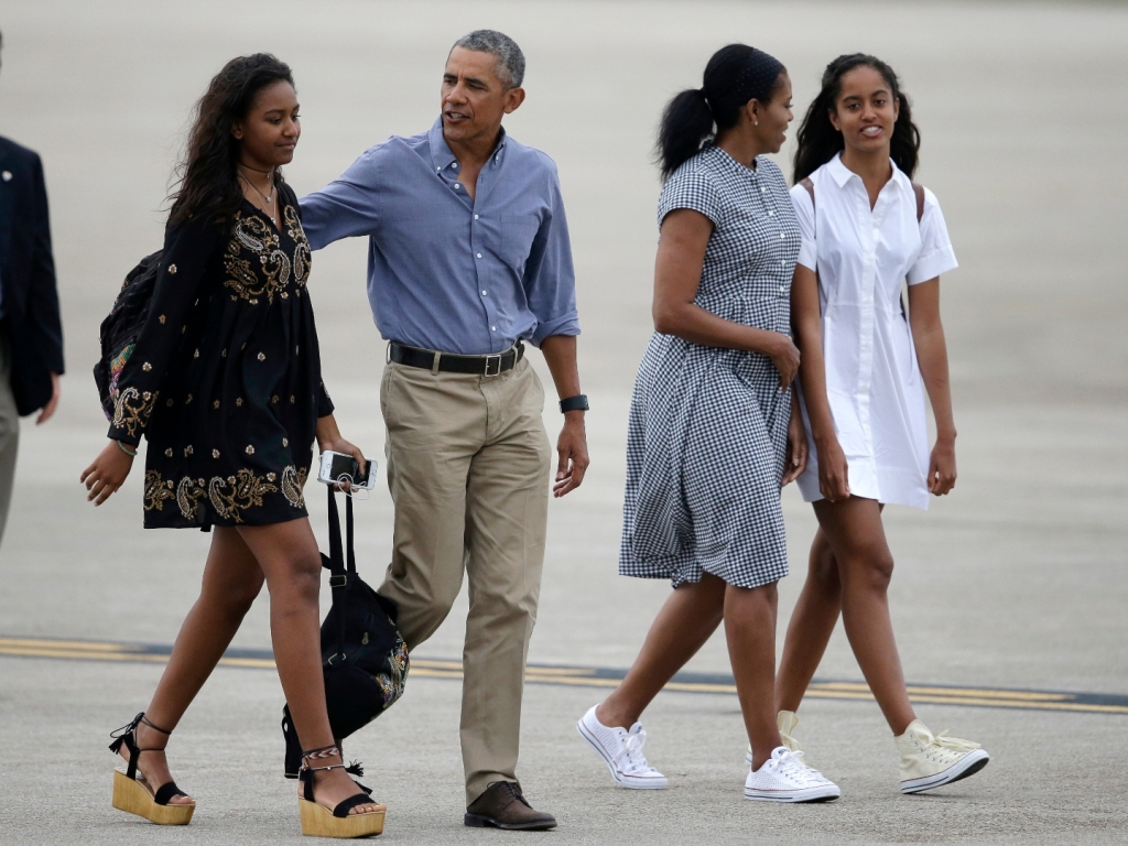 Sasha & Malia Obama's Relationship Has Changed So Much Since the White House