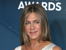 Jennifer Aniston Hosted This Golden Globes Nominee & His Daughters Last Night