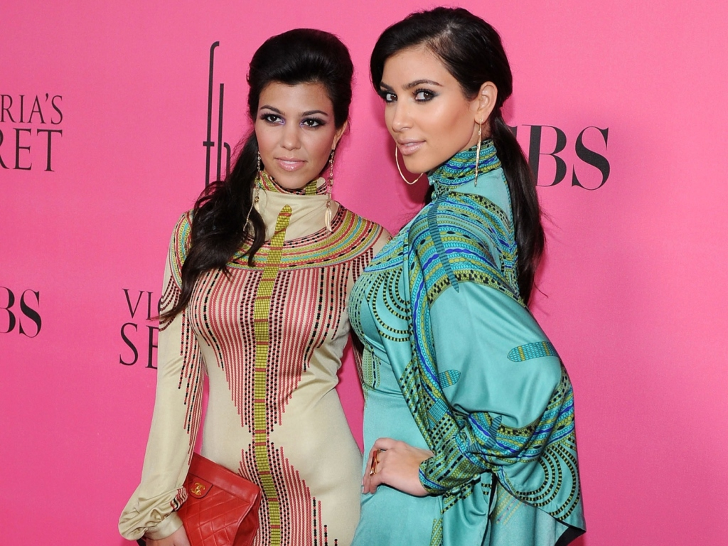 See Kourtney & Kim Kardashian in This Throwback Photo With Dad Robert