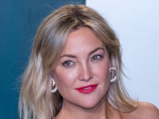 Kate Hudson Just Shared the Ultimate Mom-Hack for Getting Great Photos With Her Kids