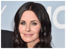 Courteney Cox & Lookalike Daughter Coco Make Music Together for This Impressive Duet