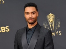 6 Photos of Regé-Jean Page at the 2021 Emmys That Will Truly Put Your Head in a Spin